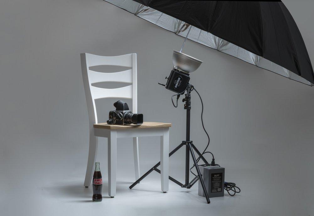 """""""Nel caso invece del fotografo che scatta principalmente in sala posa, magari per importanti campagne pubblicitarie, lo strumento migliore è solitamente targato Hasselblad, casa leggendaria produttrice di fotocamere a medio formato digitali e analogiche"""""""