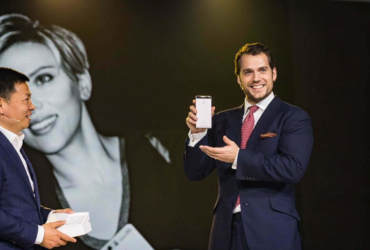 Henry Cavill presents new Huawei P9